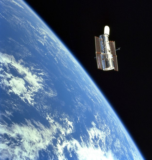 sts103_726_081