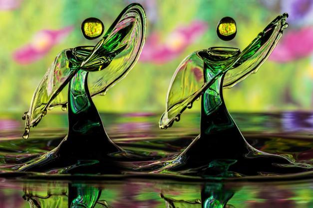 7de23c40-927e-11e3-a2b8-2df970df05d7_twobytwo_Stunning_Liquid_Drops_007